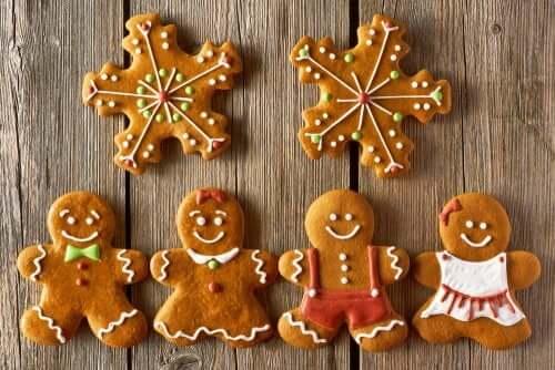 Des biscuits de Noël en forme de bonhomme.