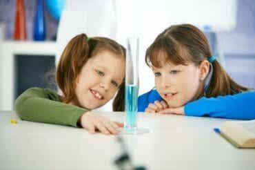 4 expériences scientifiques à faire avec les enfants
