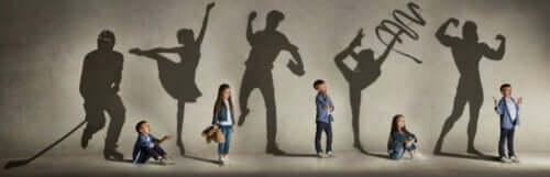 ombres projetées d'enfants artistes