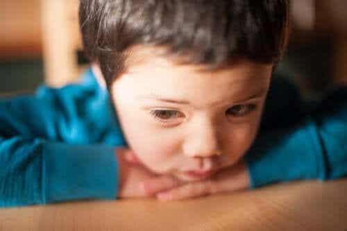 Les symptômes pour identifier la faible estime de soi chez les enfants