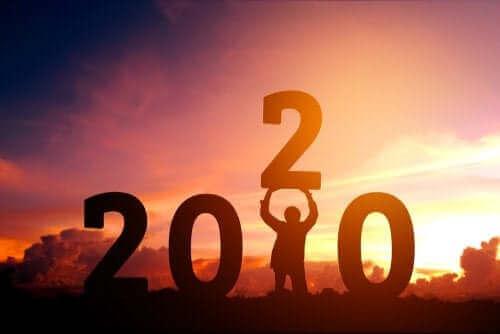 2020 sur fond de coucher de soleil