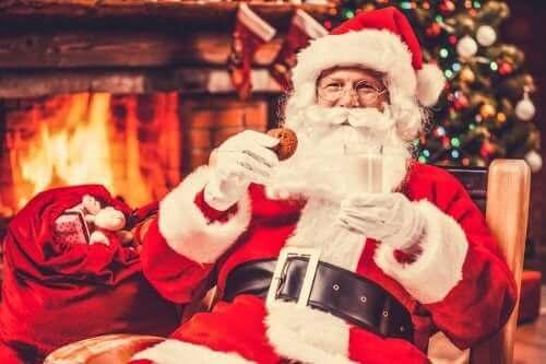 Père Noël devant la cheminée.