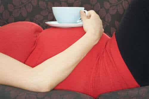 Les avantages et inconvénients du thé vert pendant la grossesse