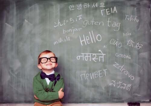 Un enfant polyglotte au tableau