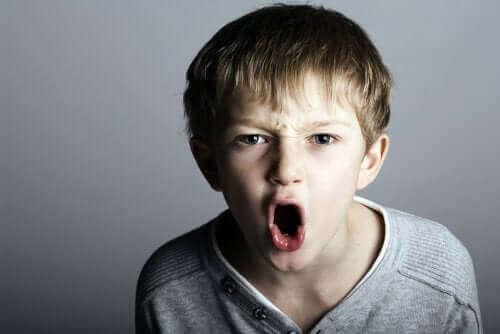 Un enfant agressif