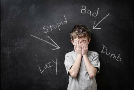 Un enfant avec une mauvaise estime de soi
