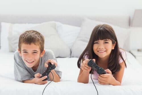 enfants jouant à des jeux vidéo