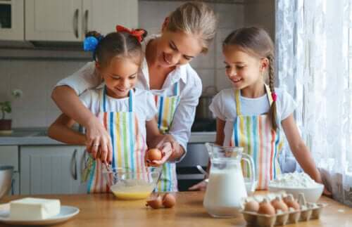 Occuper vos enfants pendant le confinement en cuisinant en famille