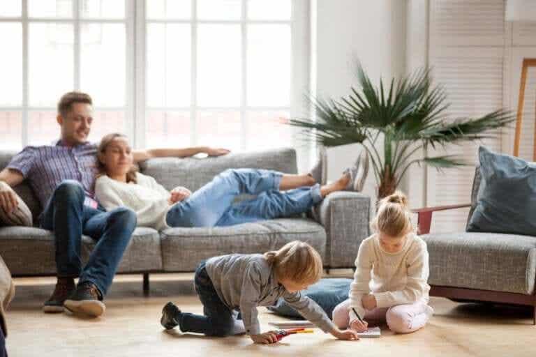 Quelques règles adressées aux parents qui restent à la maison avec leurs enfants pendant la quarantaine
