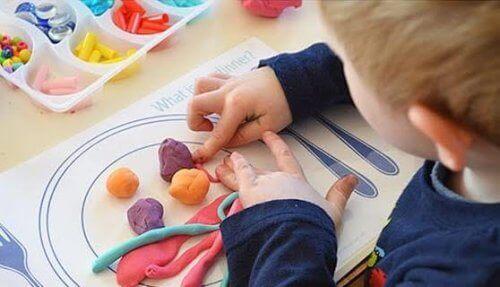 Les jouets pour enfants indémodables: la pâte à modeler
