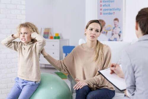 mère et fille chez le psychologue