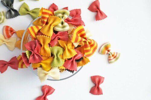 pâtes amusantes multicolores