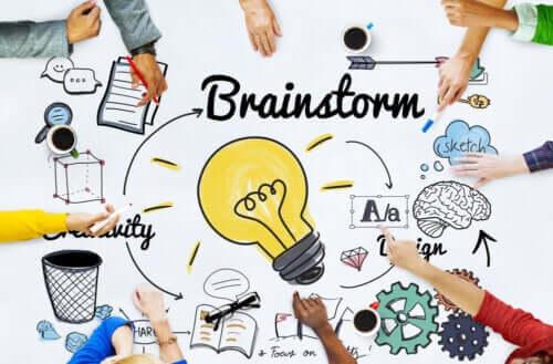 Le brainstorming pour réaliser des travaux de groupe