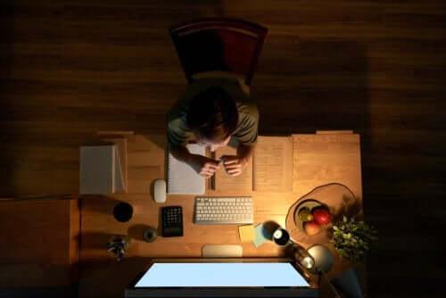 Le bureau d´un enfant pour faire ses devoirs