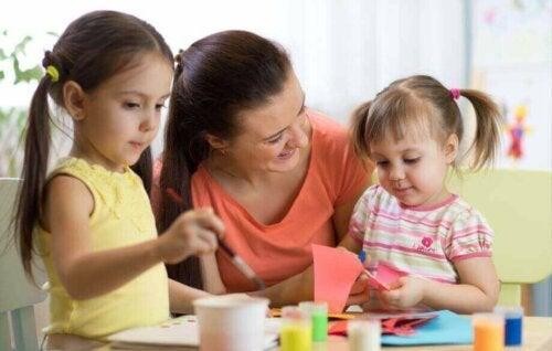 Formuler leurs demandes aux parents avec précision