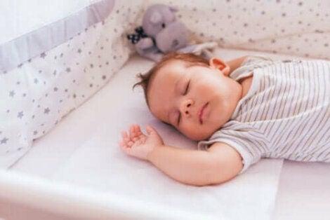 Un enfant en train de dormir