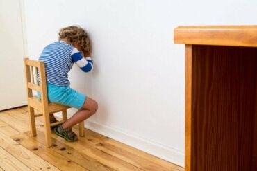 Comment éduquer sans renforcement ni punition selon Montessori