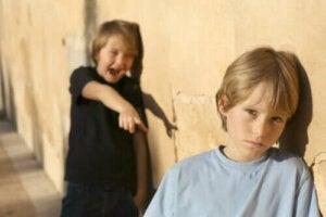 L'impact des complexes pendant l'enfance : comment les combattre ?
