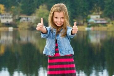 16 phrases pour que les enfants commencent la journée avec positivité