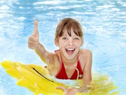 Précautions à prendre en compte avant d'aller à la piscine avec des enfants