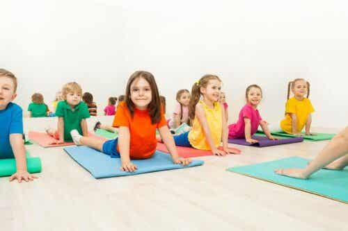 Cinq postures de yoga pour les enfants