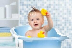 Jouets d'eau pour le bain du bébé