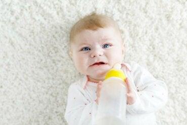 Que dois-je faire si mon bébé refuse le biberon ?