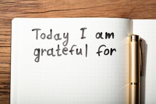 Un cahier avec mot de remerciement