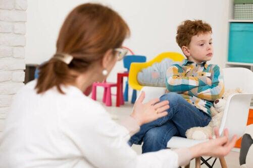 La crise d'adolescence infantile chez les enfants de 6 ans