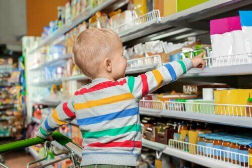 Suis-je en train d'éduquer un enfant consumériste ?