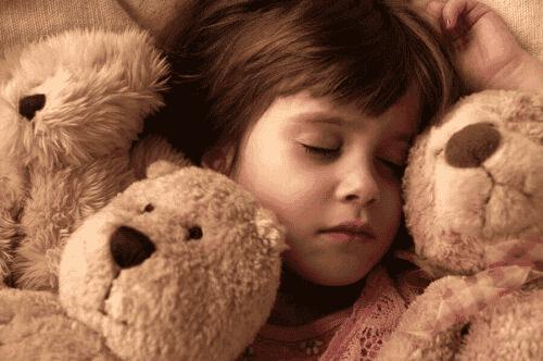 Pourquoi les peluches sont les jouets préférés des enfants?