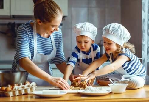 La cuisine en famille fait partie des activités estivales pour les parents et les enfants
