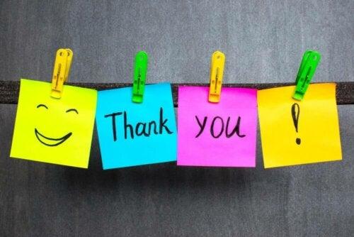 Les mots de remerciement enseignent les bonnes manières aux enfants