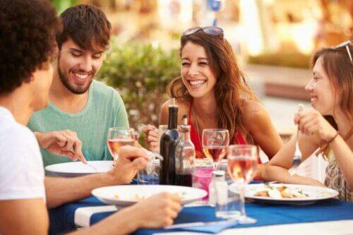 Parents pour la première fois : comment maintenir votre vie sociale
