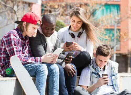 Dangers des réseaux sociaux chez les adolescents