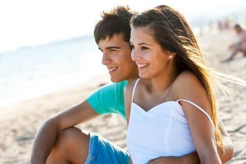 Les amours d'été dans l'adolescence.