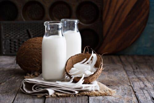 Du lait de coco en bocal