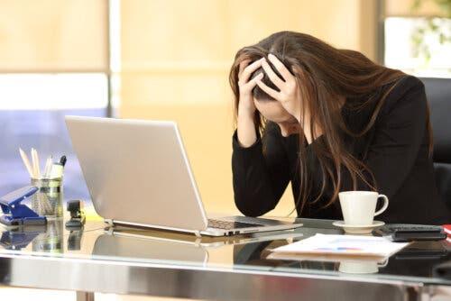 Le stress au travail peut expliquer pourquoi la grossesse ne vient pas