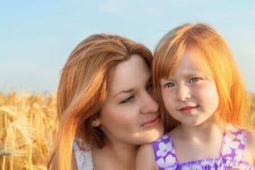Une mère et sa fille ensemble