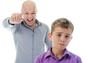 Quel ton de voix devez-vous utiliser pour discipliner vos enfants ?