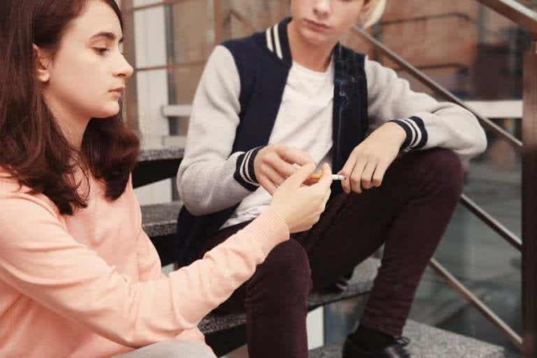 Signes que votre adolescent fume du tabac