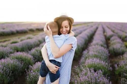 L'amour d'une mère pour son enfant.