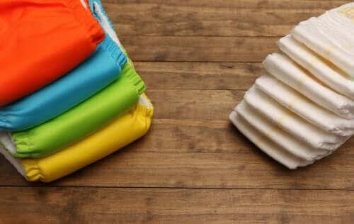 Des couches lavables et jetables.