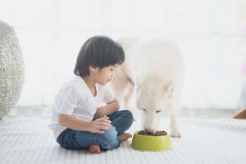 Est-il bon de laisser les enfants faire les choses seuls ?