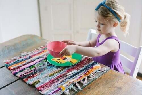 Les travaux manuels: une bonne activité pour les enfants.