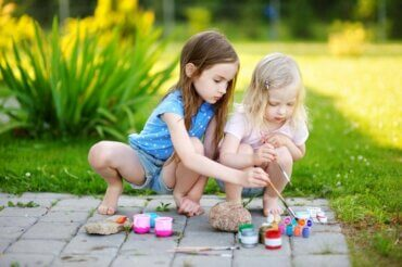 Peindre des pierres : un travail manuel original pour les enfants