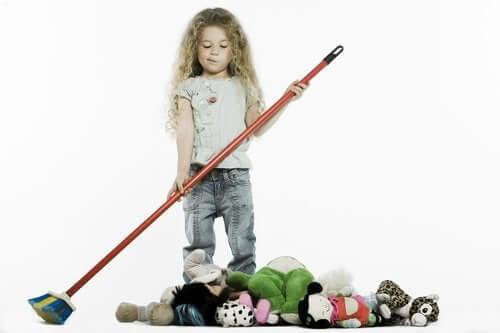 Apprendre aux enfants qu'ils doivent ranger leurs jouets.