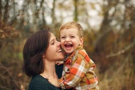 Attachement entre une mère et son fils.