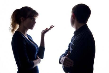 Un couple qui communique.