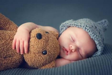 Un bébé endormi.